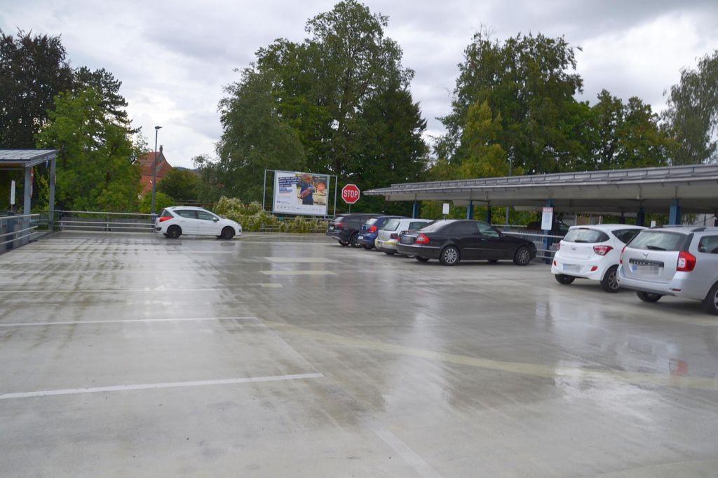 Lindauer Str. 6 /Rewe/neb. Einfahrt Parkdeck (rts)