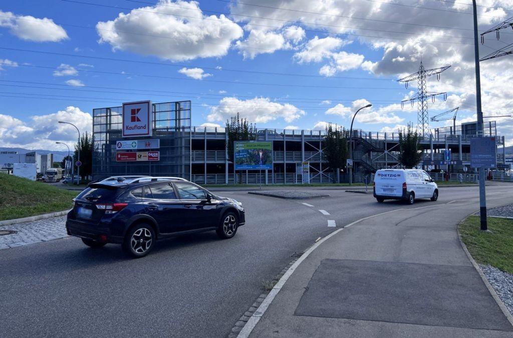 Großfeldstr. 2 /Kaufland/beim Kreisel (quer zur Str)