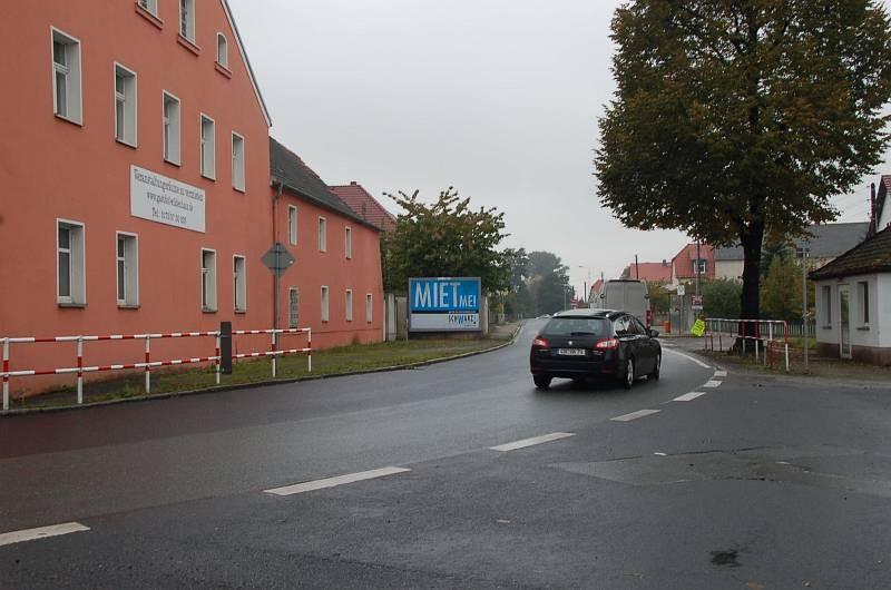 Neue Hauptstr. 23 (quer zur B 98)