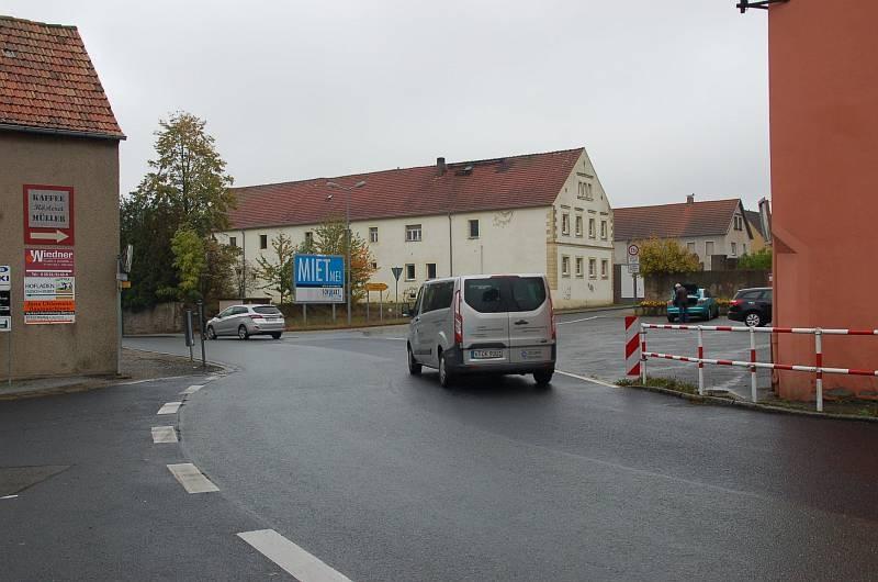 Neue Hauptstr. 23/Ecke Skassaer Str (quer zur B 98)