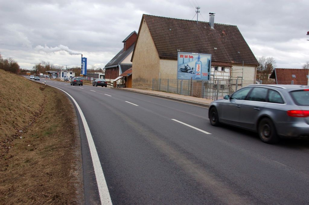 Mühlweg 30 (quer zur B 465)