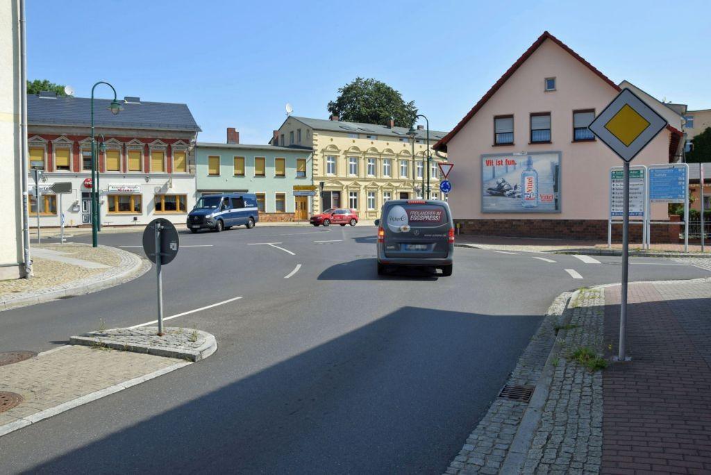 Breite Str. 16/Kreisverkehr (quer zur Wilhelmstr)
