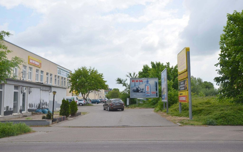 Rosa-Luxemburg-Str. 24 /Netto/Einfahrt