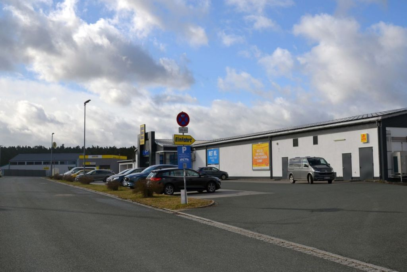 Kellerfeld 2 /Edeka/neb. Eingang (rts)