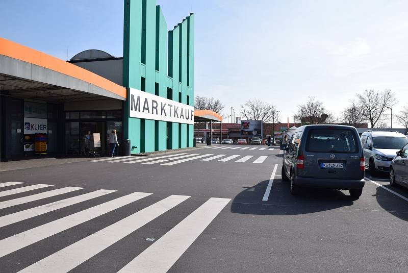Carl-Benz-Str. 7 /Marktkauf/rts neb. Eingang
