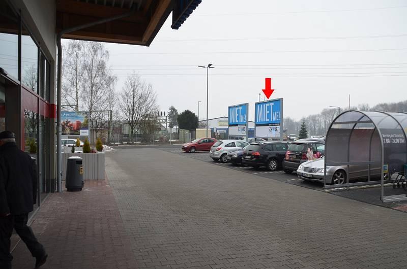 Roder Weg 9-11 /Edeka/rts vom Eingang/rts/Sicht Markt (rts)