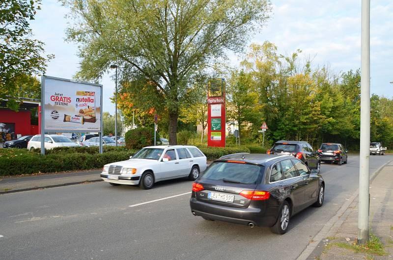 Pommernstr. 4-6 /Edeka/Einfahrt (Sicht Str)
