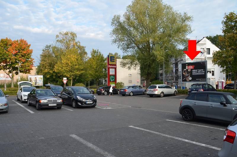 Pommernstr. 4-6 /Edeka/Einfahrt (Sicht Eingang)