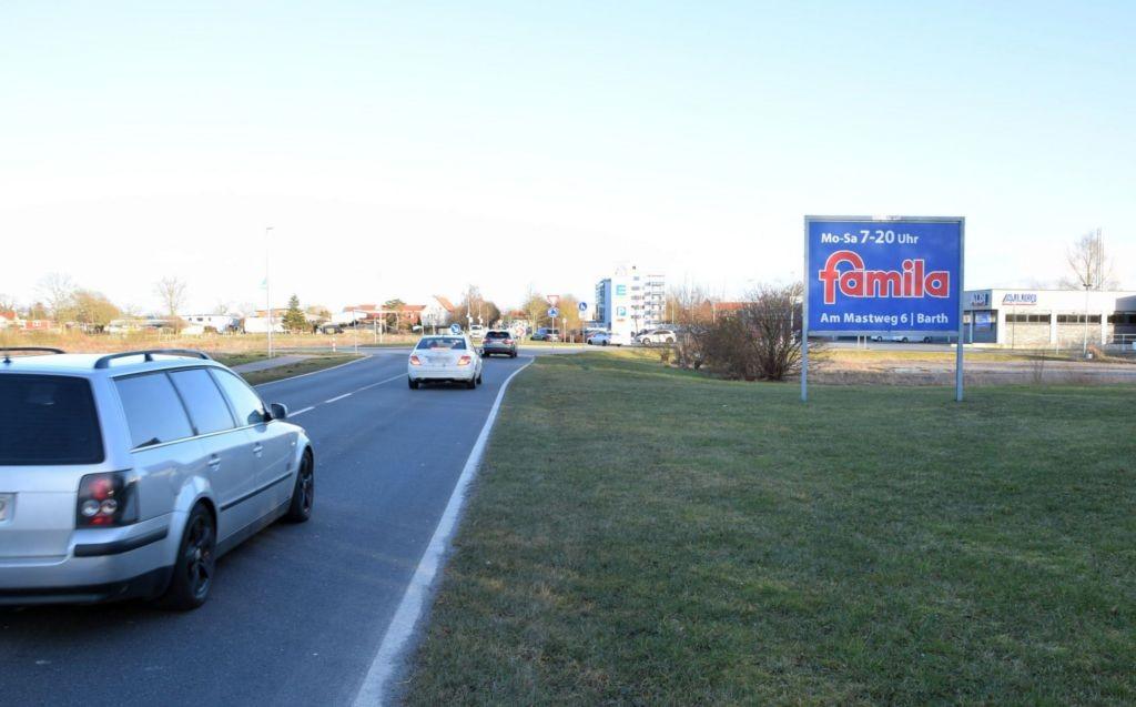 Blaue Wiese 18/Edeka/Zufahrt/Sicht Famila (quer)