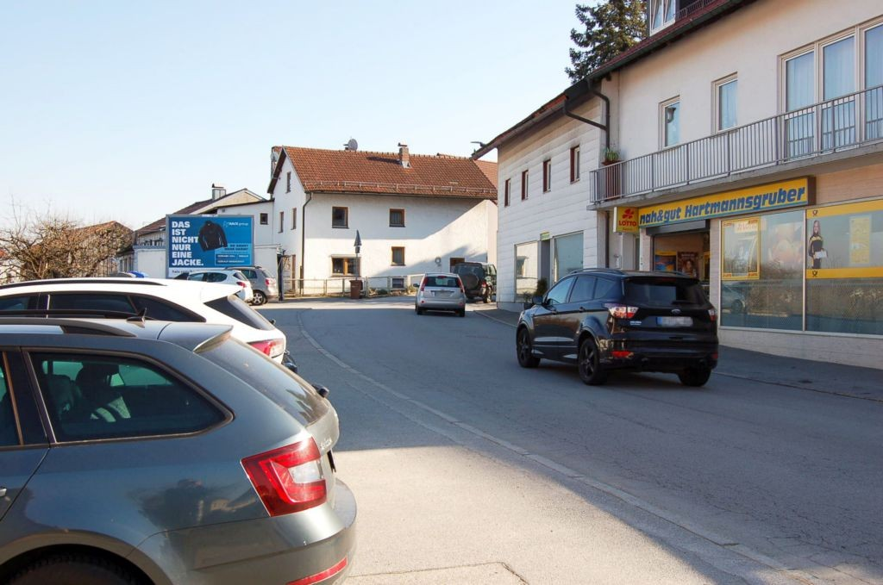 Hengersberger Str. 3 /Nah & Gut/geg. Eing/quer  (Schwanenk.)