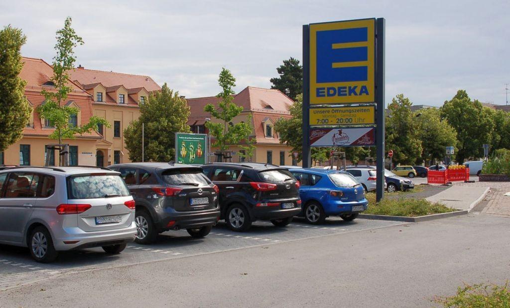 Puschkinstr. 4 /Edeka/neb. Einfahrt (Sicht Eingang)