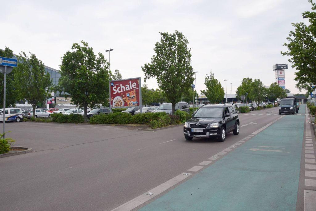 Landsberger Chaussee /Kaufland/geg. Eingang/lks (Sicht Mkt)