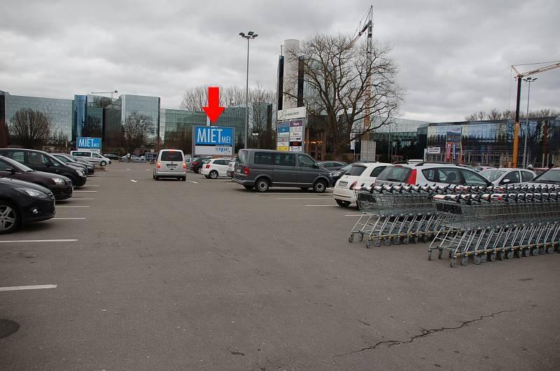 Biberacher Str. 69 /Kaufland/geg. Eing/Sicht Markt (rts)