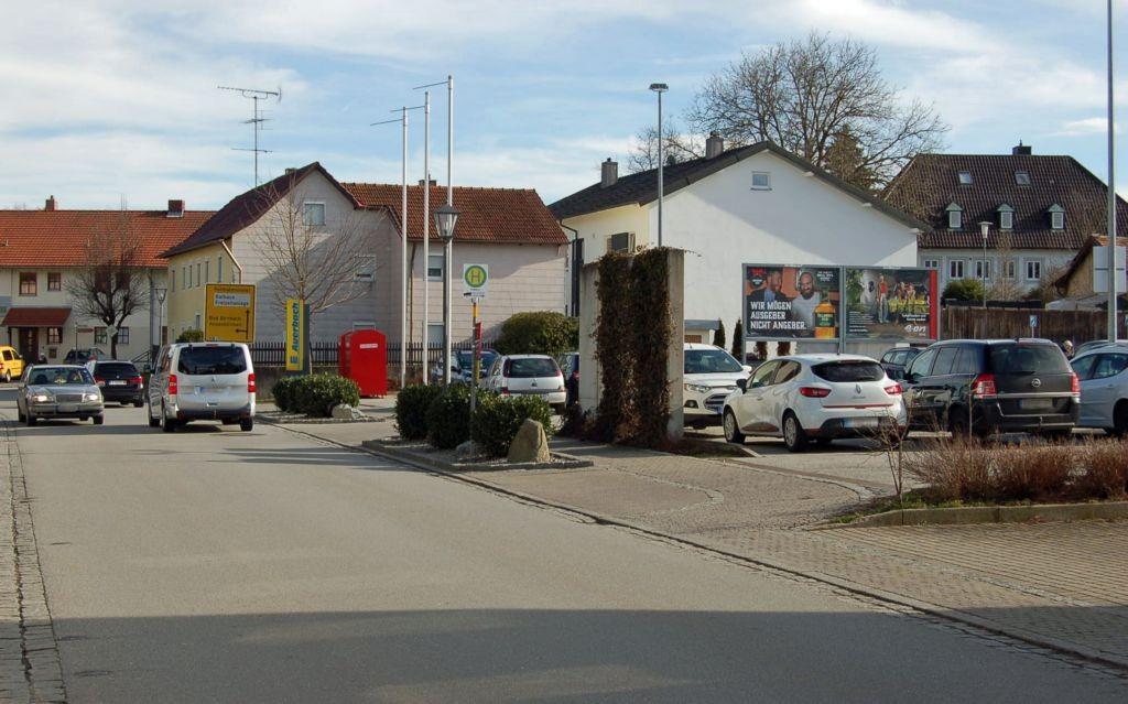 Kößlarner Str. 22 /Edeka/neb. Einfahrt (quer zur Str)