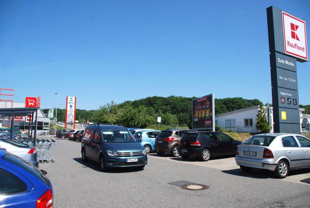 Pulsnitzer Str. 16 /Kaufland/neb. Einfahrt (Sicht Markt)