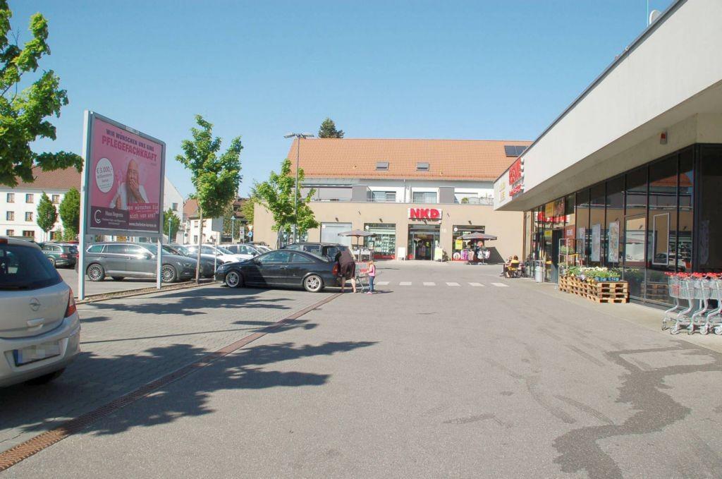 Schussenrieder Str. 20 /Rewe/neb. Eingang (Sicht Markt)