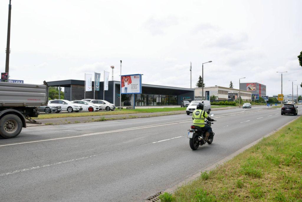 Stotternheimer Str/rts neb. Autocenter/WE lks (City-Star)