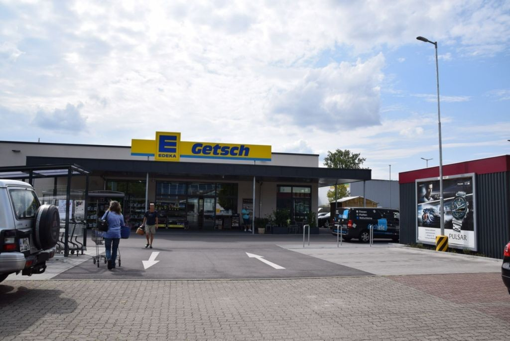 Raiffeisenstr. 10 /Edeka/geg. Eingang/rts
