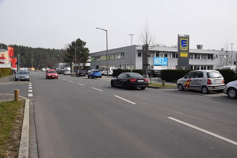 Thomas-Mann-Str. 58 /Edeka/Einfahrt (quer zur Str)
