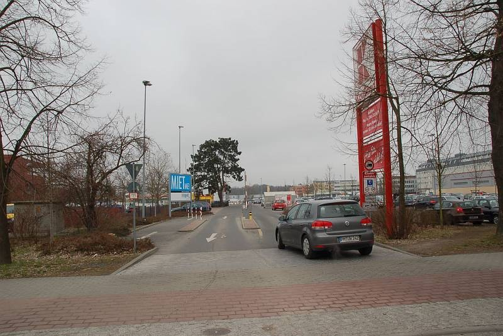 Potsdamer Str. 8 /Kaufland/neb. Einf Potsdamer Str (quer)