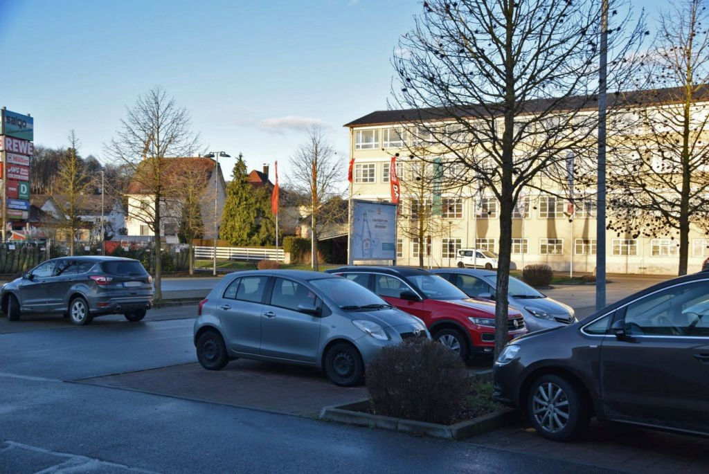 Max-Eyth-Str. 6 /Rewe/Höhe Einfahrt (Sicht Markt)