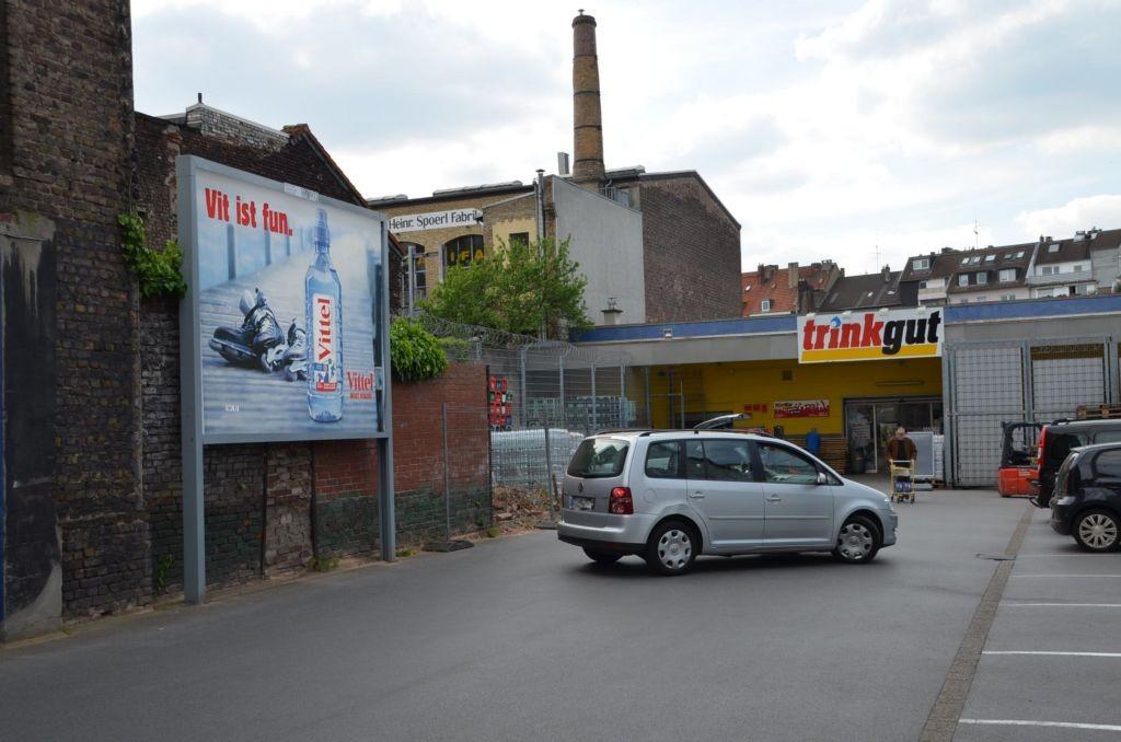 Tußmannstr. 74 /Trinkgut/lks vom Eingang