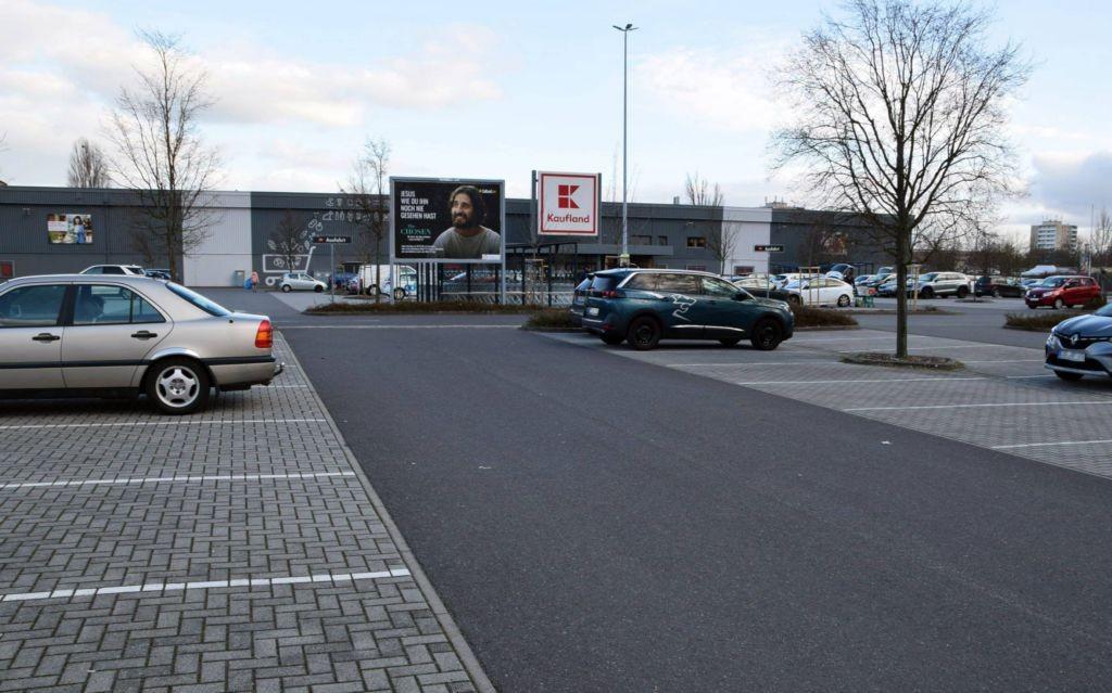 Fährstr. 35 /Kaufland/geg. Eingang/Sicht Tkst