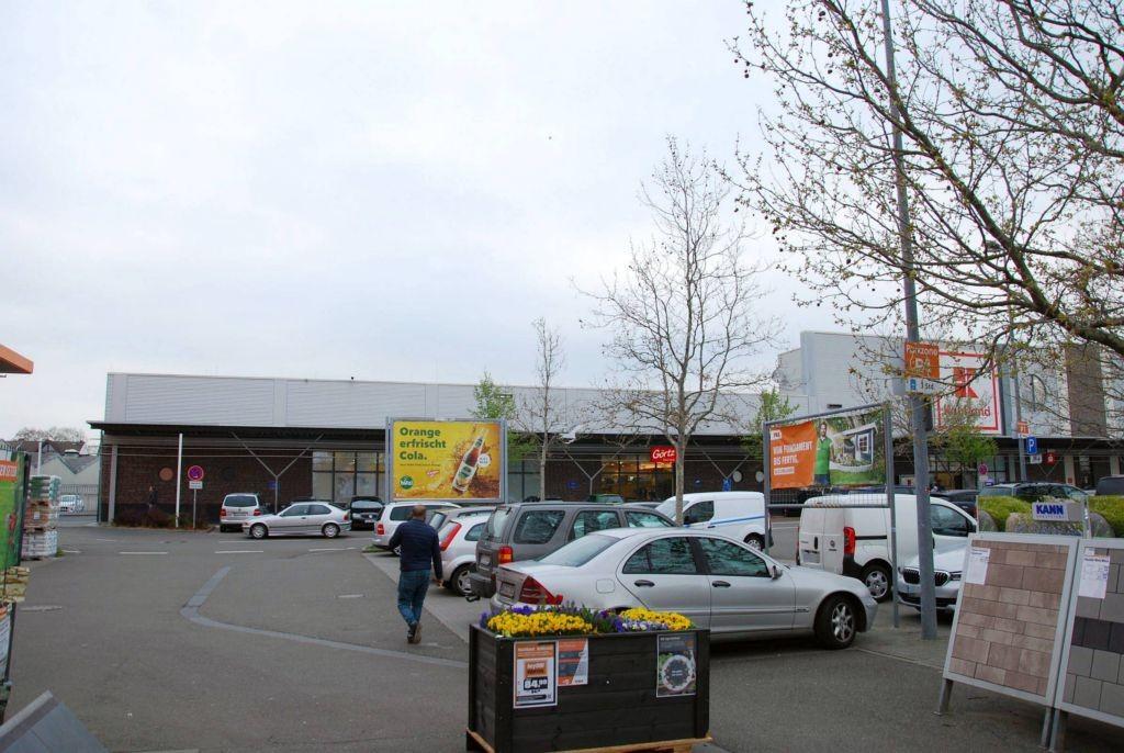 Schönauer Str. 8 /Kaufland/nh. Eingang (Sicht OBI)