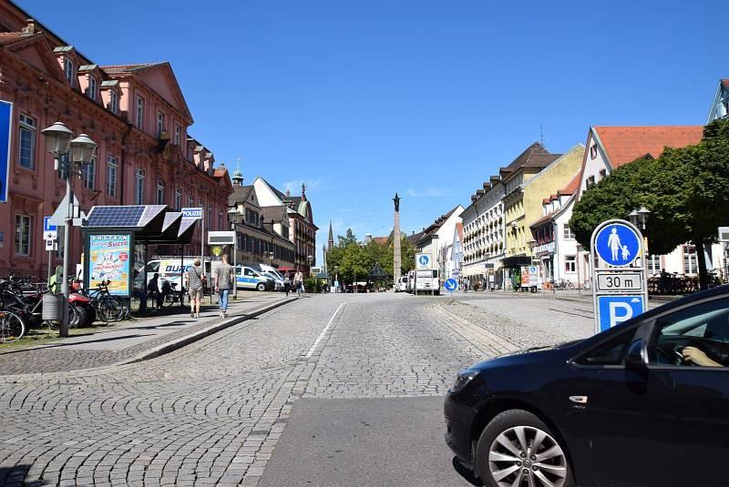 Hauptstr. 98/Hts Rathaus Bussteig 1/aussen  (WH)