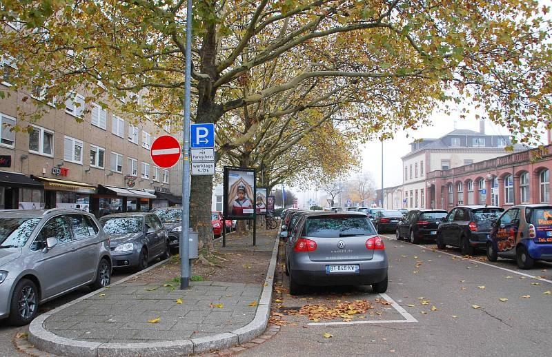 Hauptstr. 24-26/lks (Sicht Bahnhof)
