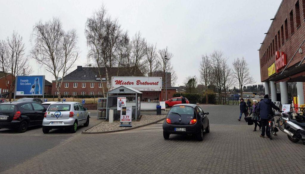 Kreishafenstr. 4-6 /Famila/geg. Eingang/rts