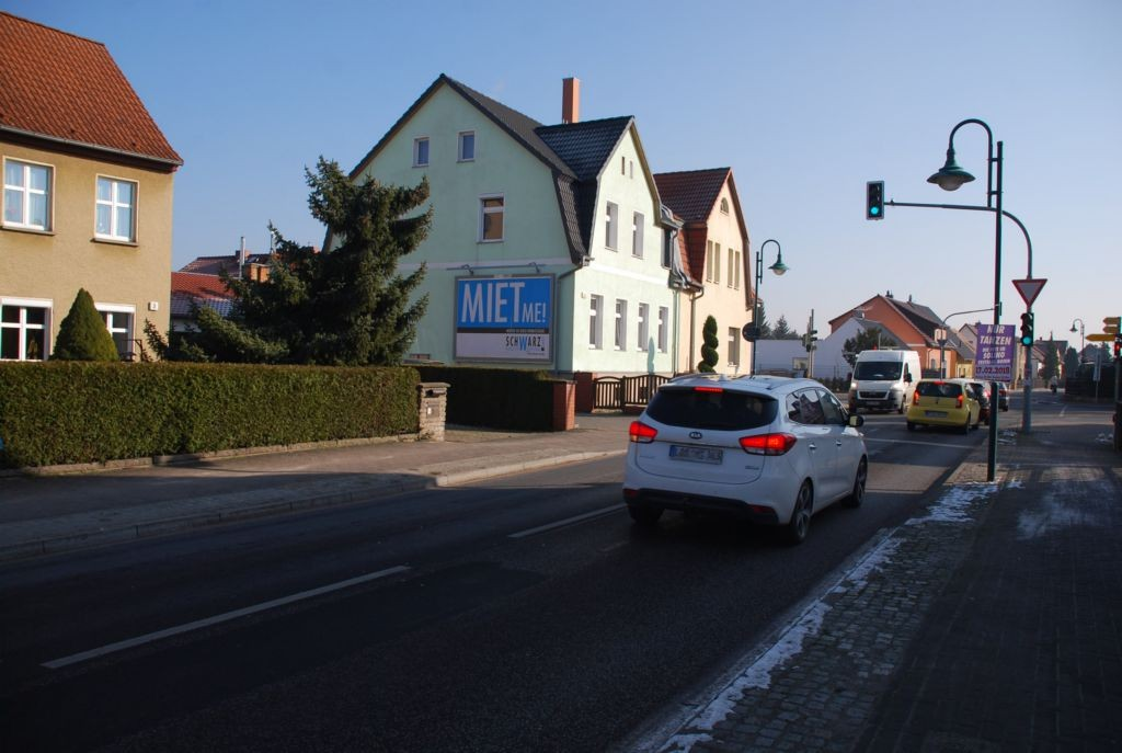 Berliner Str. 2 (quer am Giebel)