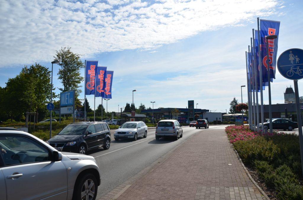Timmasper Weg 4 /Famila/nh. Einfahrt (quer zur Str)