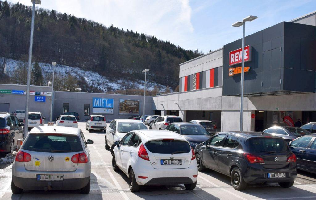 Bahnhofplatz 1 /Rewe/Activ-Arkaden/lks vom Eingang