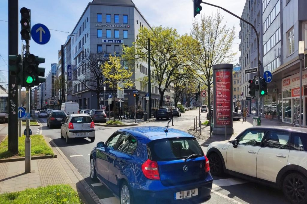 Graf-Adolf-Str/Ecke Hüttenstr. 1