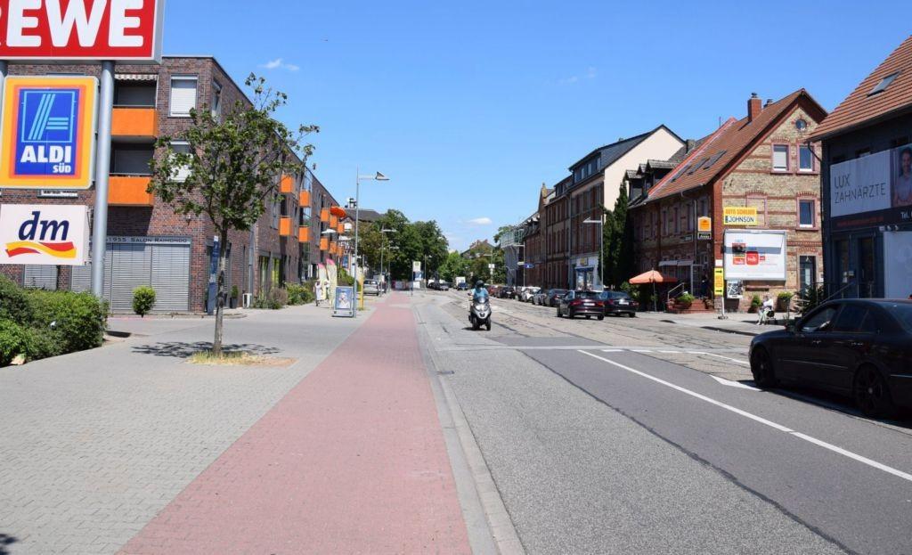 Alte Frankfurter Str. 22/geg. Rewe/Einfahrt (quer am Giebel)