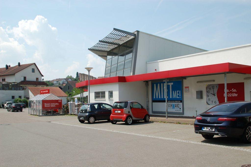 Rottenburger Str. 3 /Rewe (rts vom Eingang)