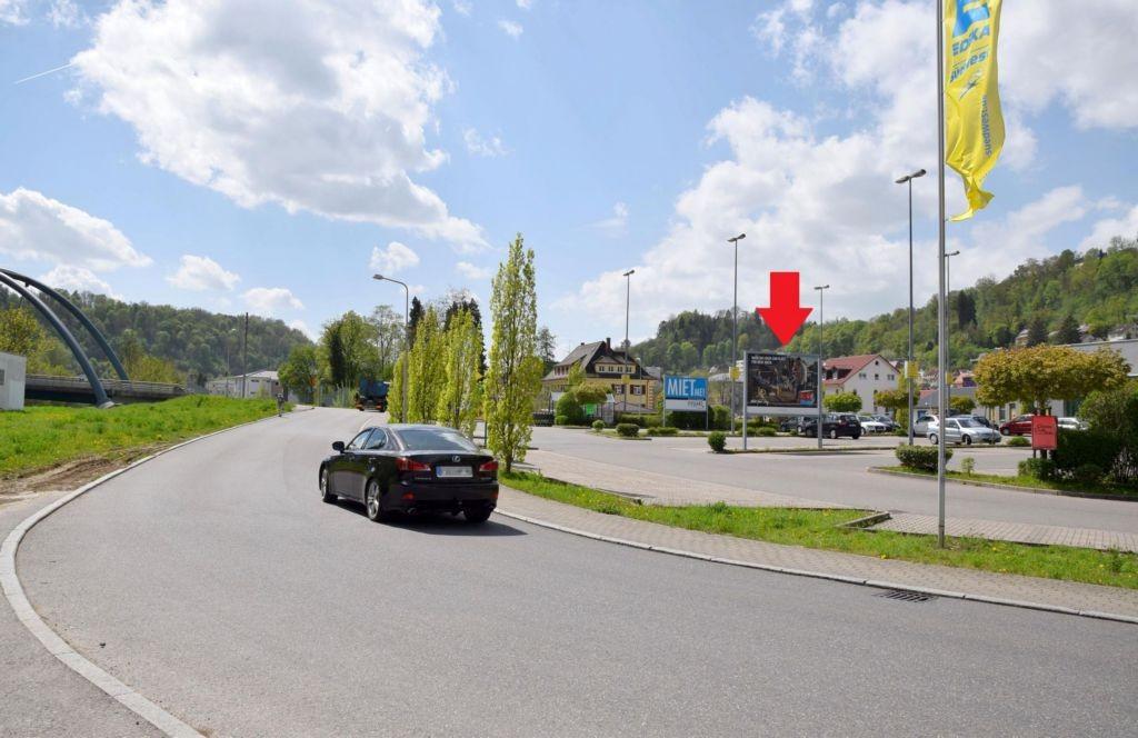 Bahnhofstr. 60 /Edeka/geg. Einfahrt (Sicht Eingang)