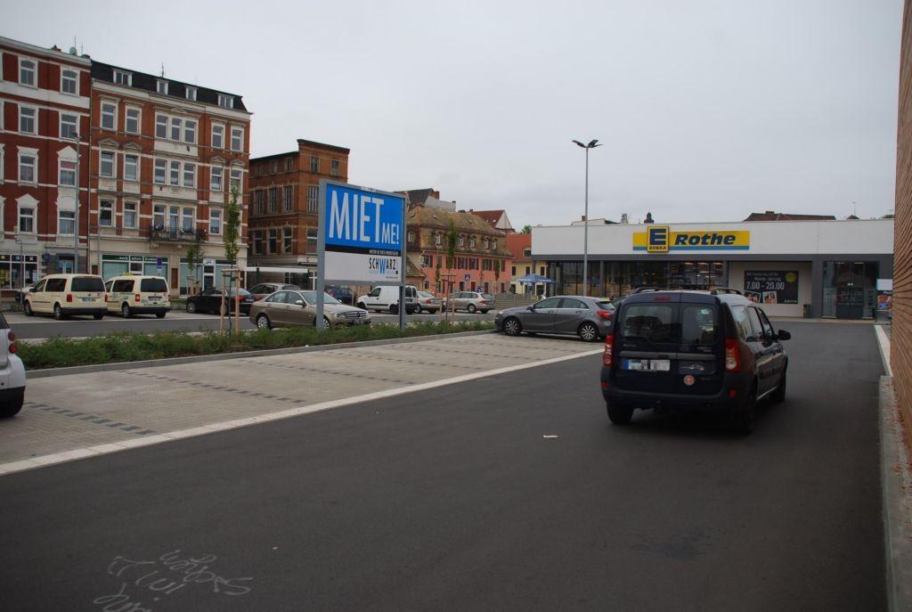 Schützenstr. 1 /Edeka/geg. Eingang (Sicht Einfahrt)