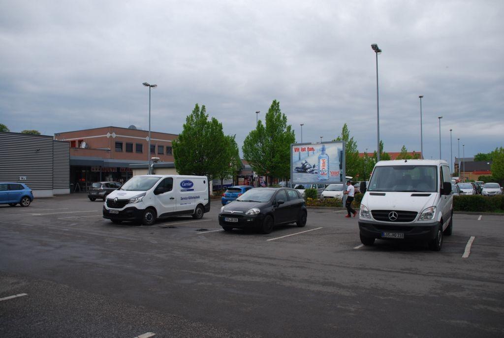 Josef-Gesing-Str. 6 /Kaufland/lks vom Eingang/Sicht PP