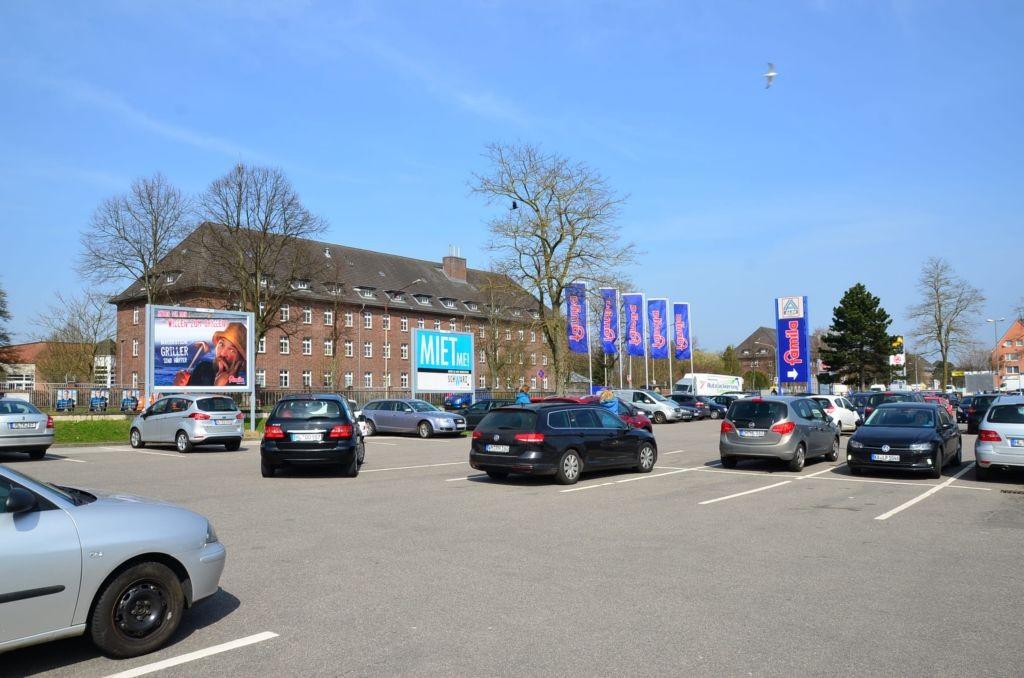 Schwartauer Landstr. 4 /Famila/Einfahrt/Sicht Markt (rts)