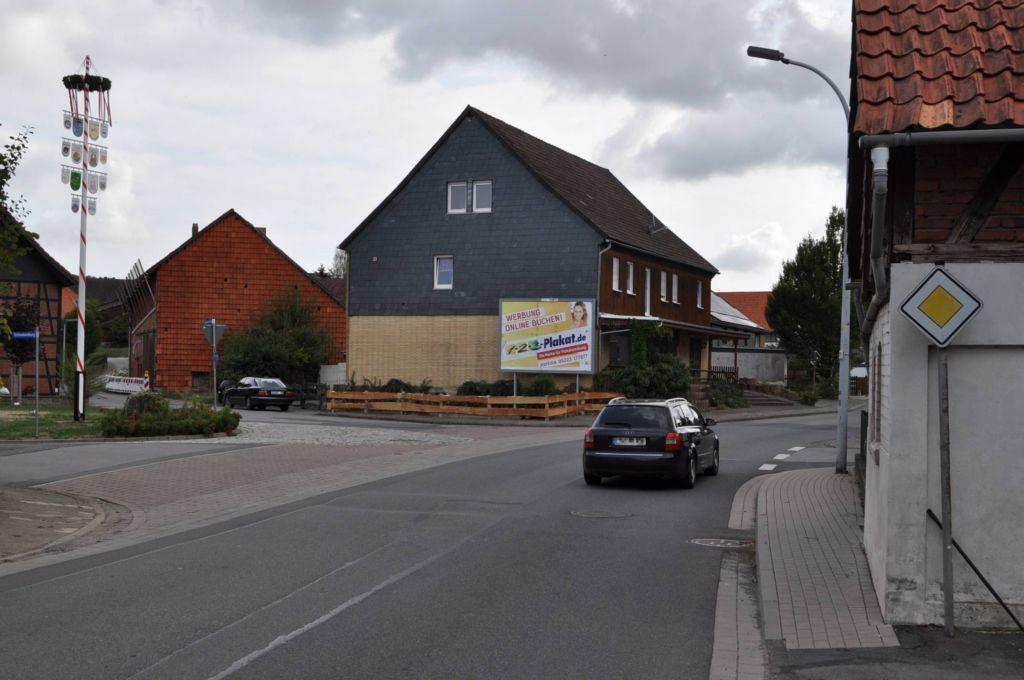 Hauptstr. 23/Ecke Einbecker Weg (quer am Giebel)