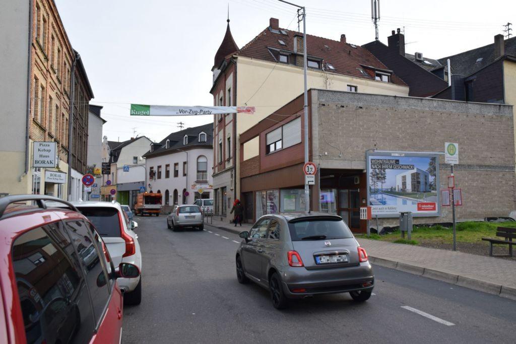Brückenstr/Emser Str. 2 (quer am Giebel)