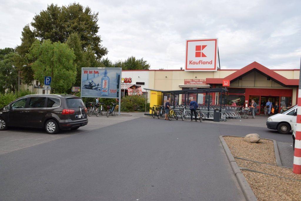 Burg 22 /Kaufland/lks neb. Eingang/rts