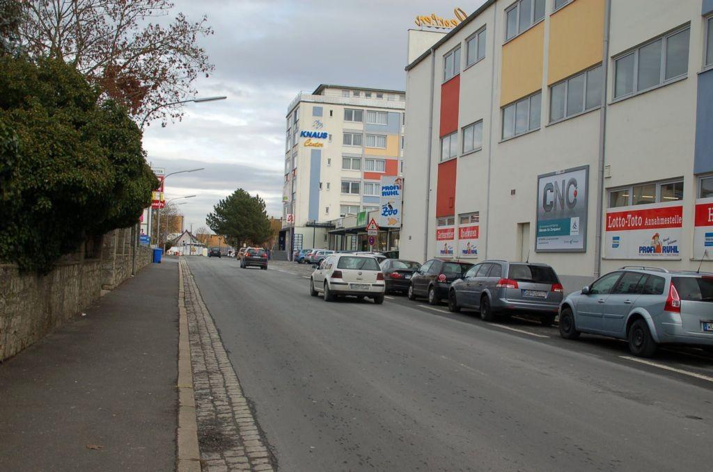 Marktbreiterstr. 11/Zufahrt Rewe/geg. dm-Drogerie