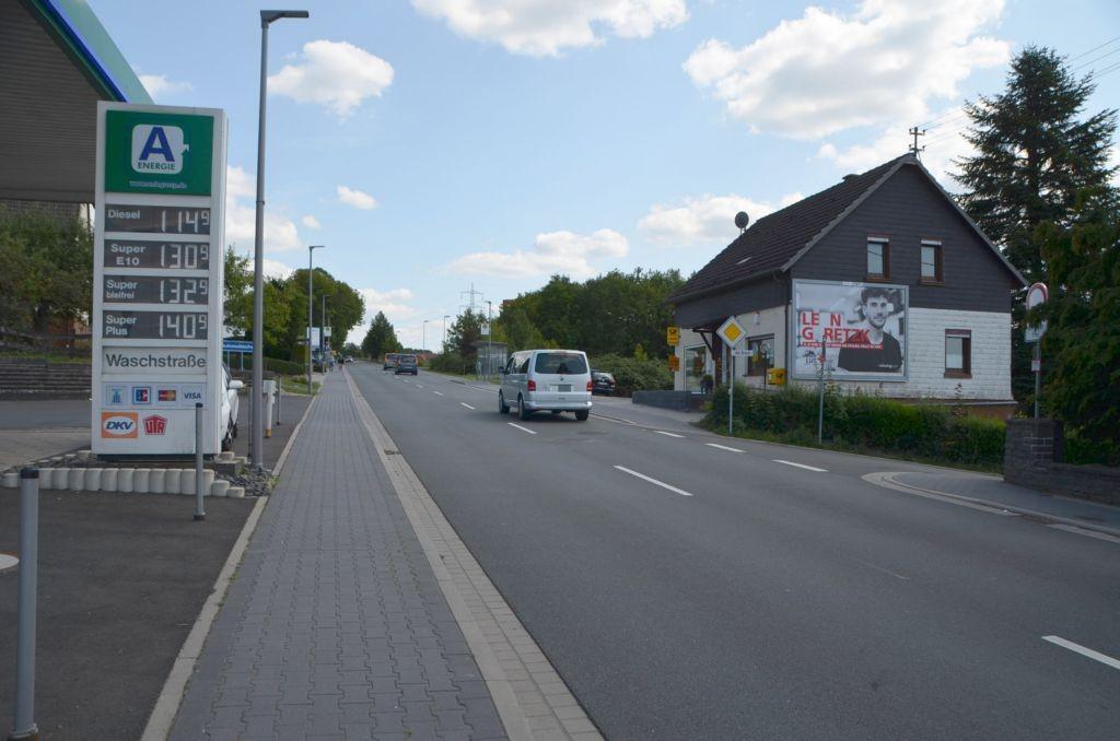 Lindenallee 44/B 256/Zufahrt Penny/quer am Giebel (rts)