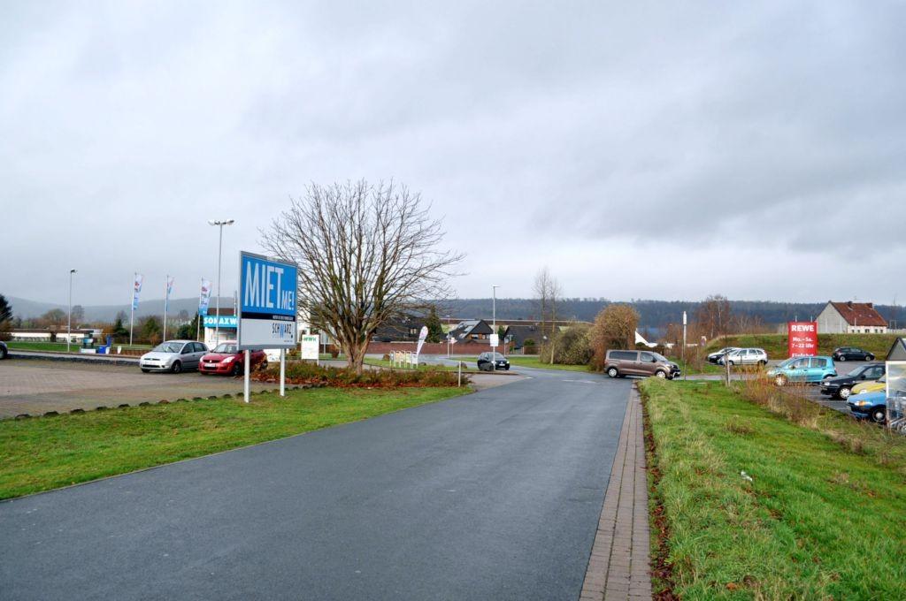Blankschmiede 2/geg. Rewe/Einfahrt (rts)