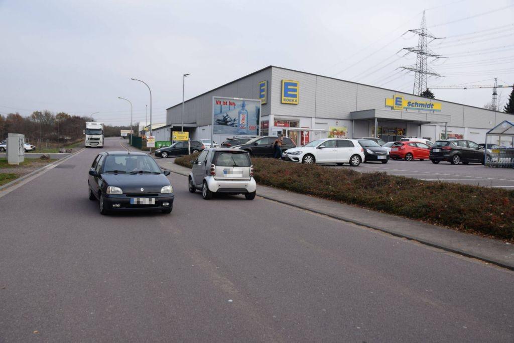 Walter-von-Rathenau-Str. 2 /Edeka/Einfahrt/Sicht Möbelhaus