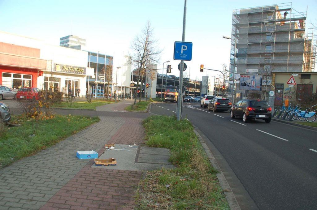 Zollamtstr. 11/B 37/geg. Hauptbhf/nh. E-Center/WE rts (CSB)