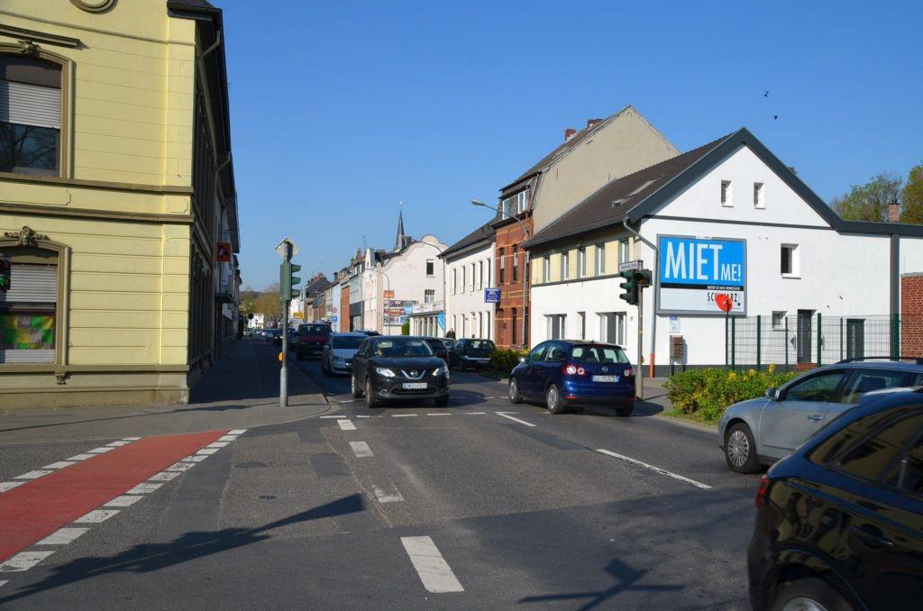 Tönisvorster Str. 57/Zufahrt Lidl (quer am Giebel)
